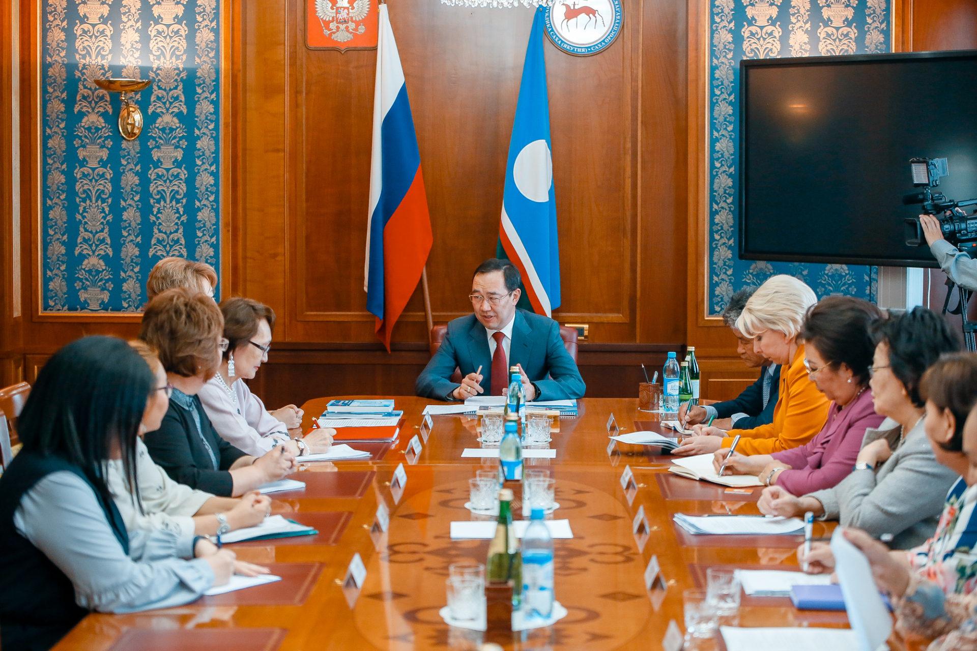 Айсен Николаев провел встречу с лидерами женских общественных организаций республики