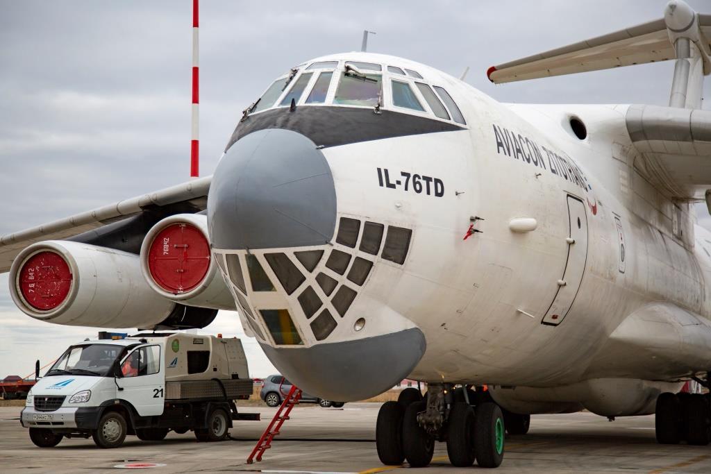 Аэропорт «Якутск» способен принимать ряд типов воздушных судов с максимальной взлетной массой до 190 000 кг