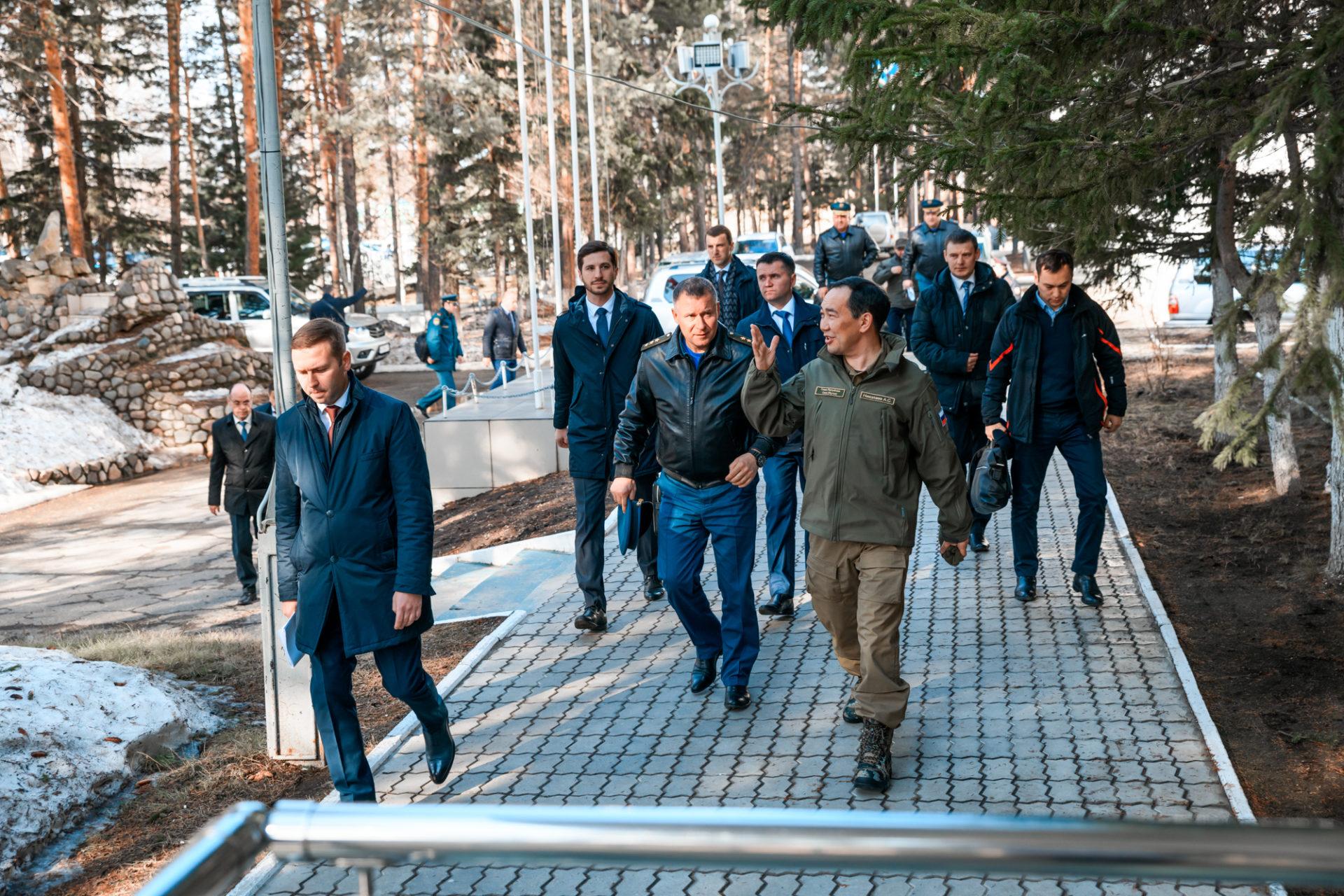 Айсен Николаев и Евгений Зиничев провели совещание по вопросам готовности республики к паводку
