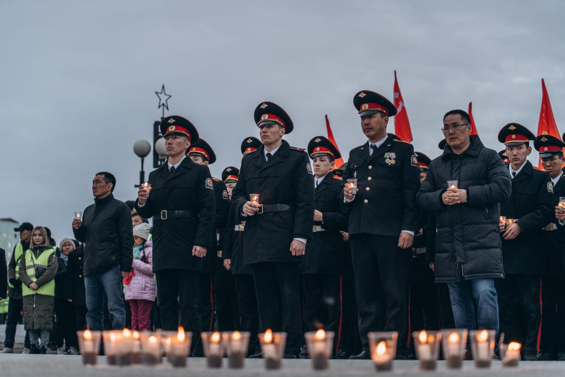 Айсен Николаев принял участие в патриотической акции «Свеча памяти»