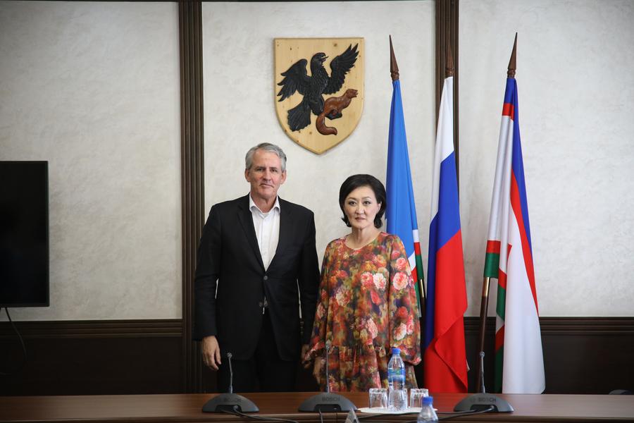 Сардана Авксентьева встретилась с генконсулом ФРГ Петером Бломайером