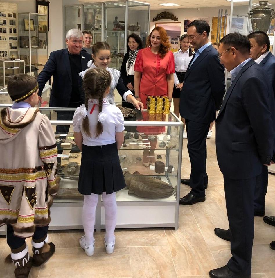 Айсен Николаев встретился с педагогическим коллективом и учащимися общеобразовательной школы в посёлке Витим