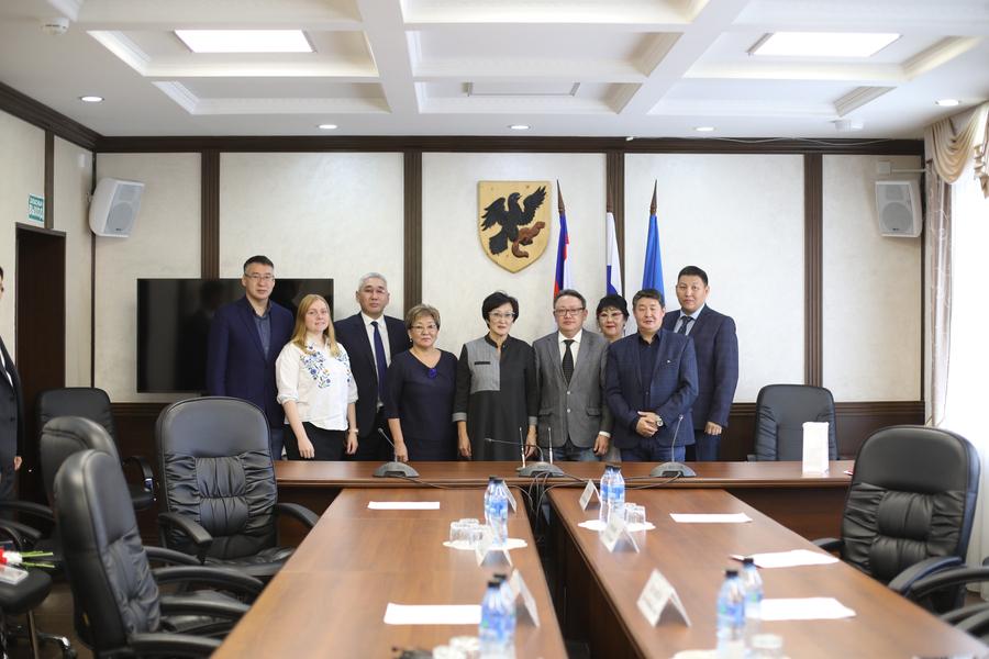 Окружная администрация Якутска и Национальный центр аудиовизуального наследия народов Якутии подписали соглашение о сотрудничестве