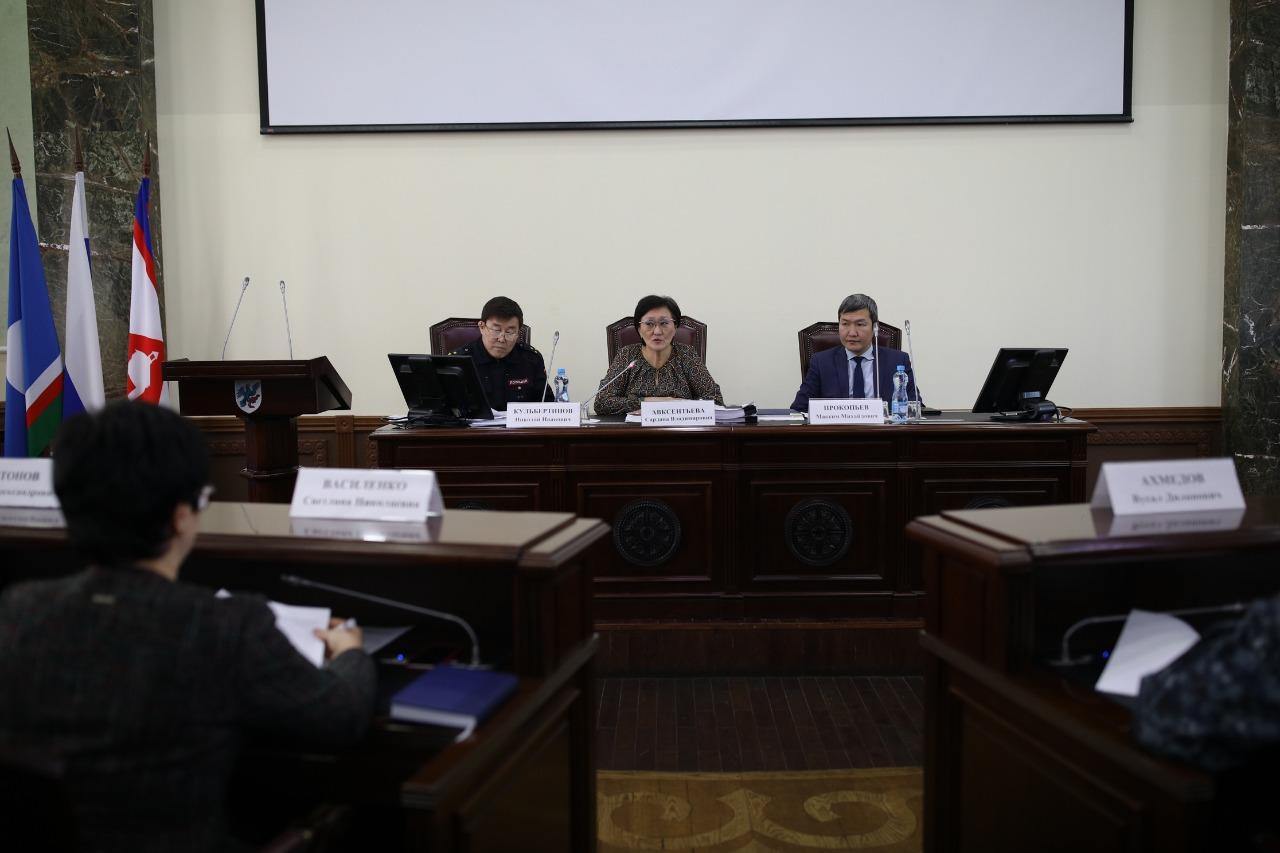 Сардана Авксентьева провела совещание по деятельности ночных клубов