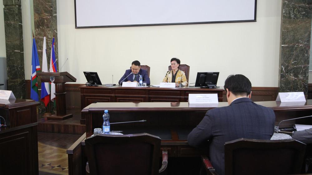 Сардана Авксентьева встретилась с депутатами Якутской городской Думы перед XIV (очередной) сессией