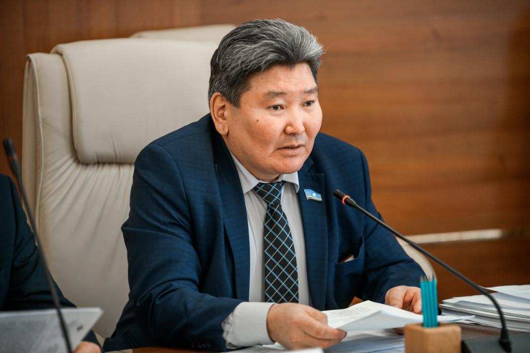 Депутаты Ил Тумэна урезали бюджет города Якутска на 1,6 млрд, зато выделили более полумиллиарда на выкуп и ремонт одного здания