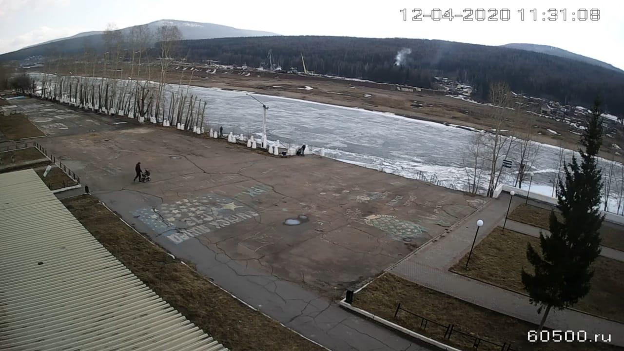 Первые подвижки льда начались на реке Лене