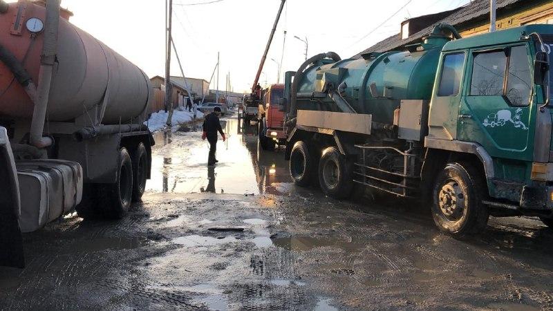 Городские службы ликвидируют подтопление домов в Сайсарском округе