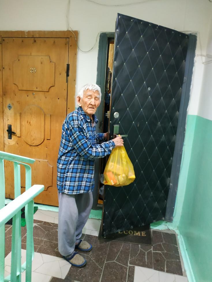 В Октябрьском округе оказали помощь одиноко проживающим пенсионерам