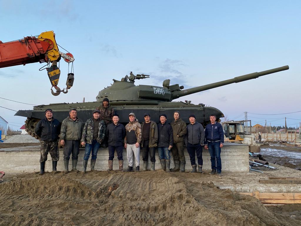 Албан Аат болуоссатыгар танка турда