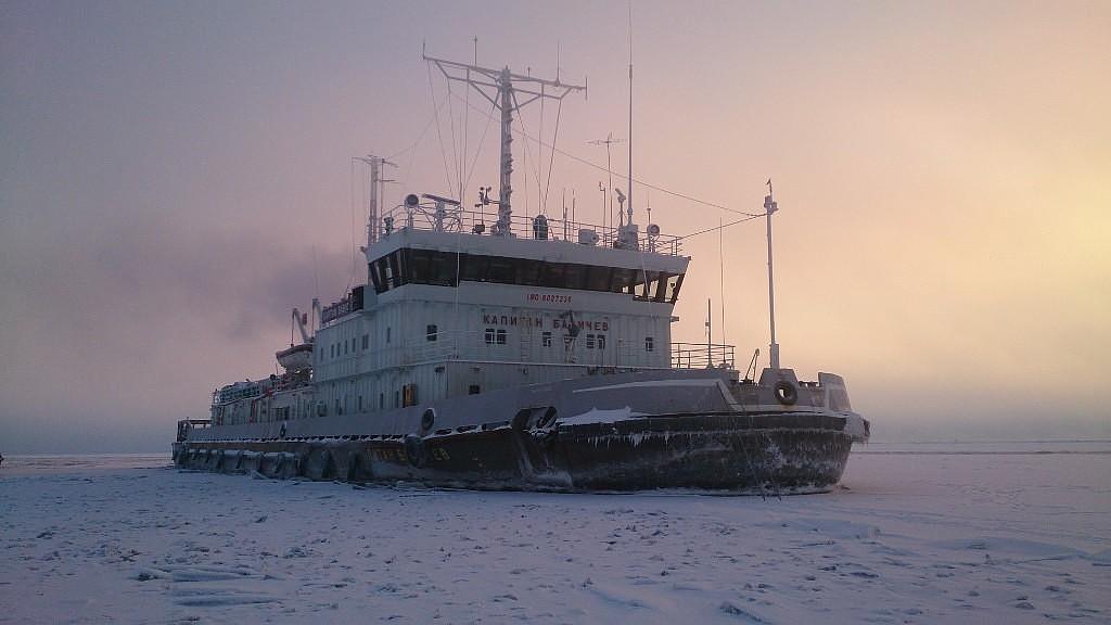 В борьбу с паводком включился ледокол «Капитан Бабичев»