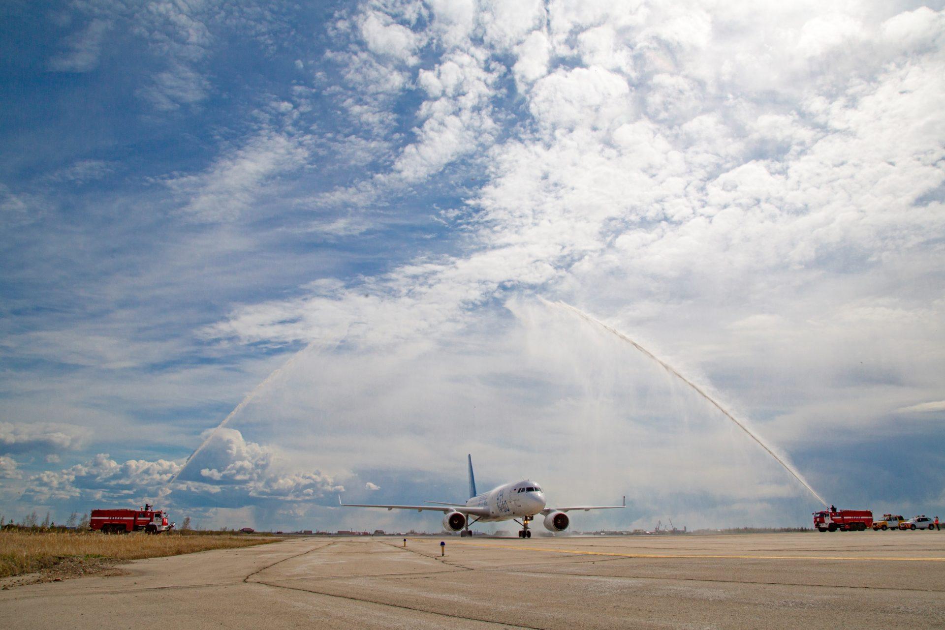 """В аэропорту """"Якутск"""" самолеты начала заправлять компания «Аэрофьюэлз»"""