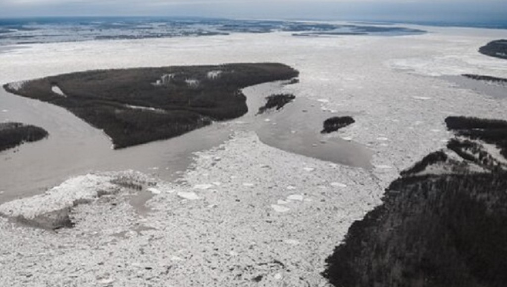 Активная фаза ледохода проходит по территории города Якутска