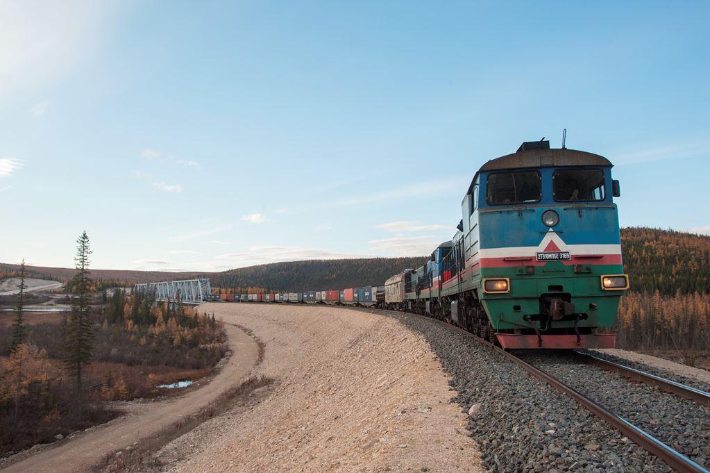 На станцию Нижний Бестях прибыл первый контейнерный поезд текущего летнего сезона
