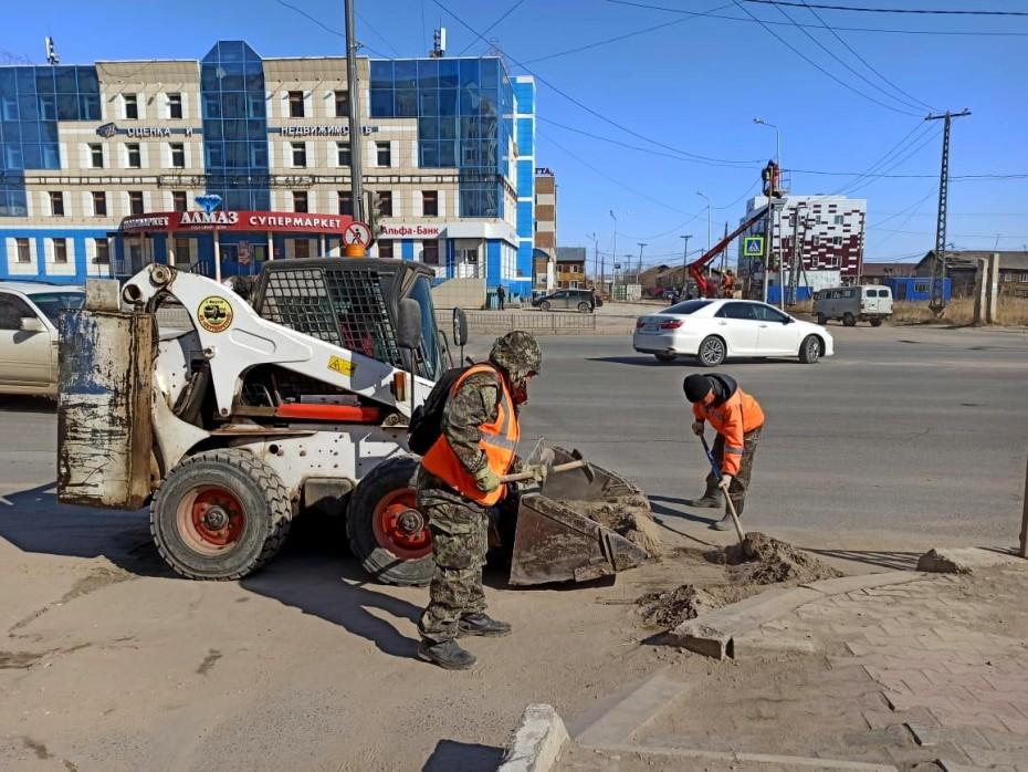 Плановая уборка пыли и ямочный ремонт улиц в Якутске на 1 июня