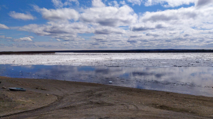 В ближайшие сутки ледоход на Лене достигнет Намского района