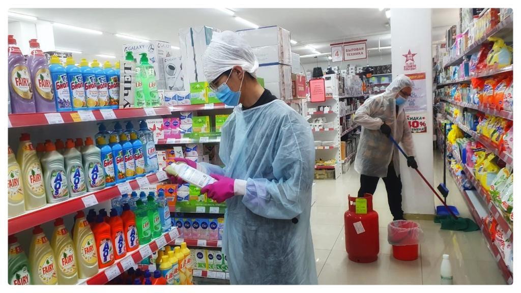 В Якутске проводится санитарная обработка предприятий торговли