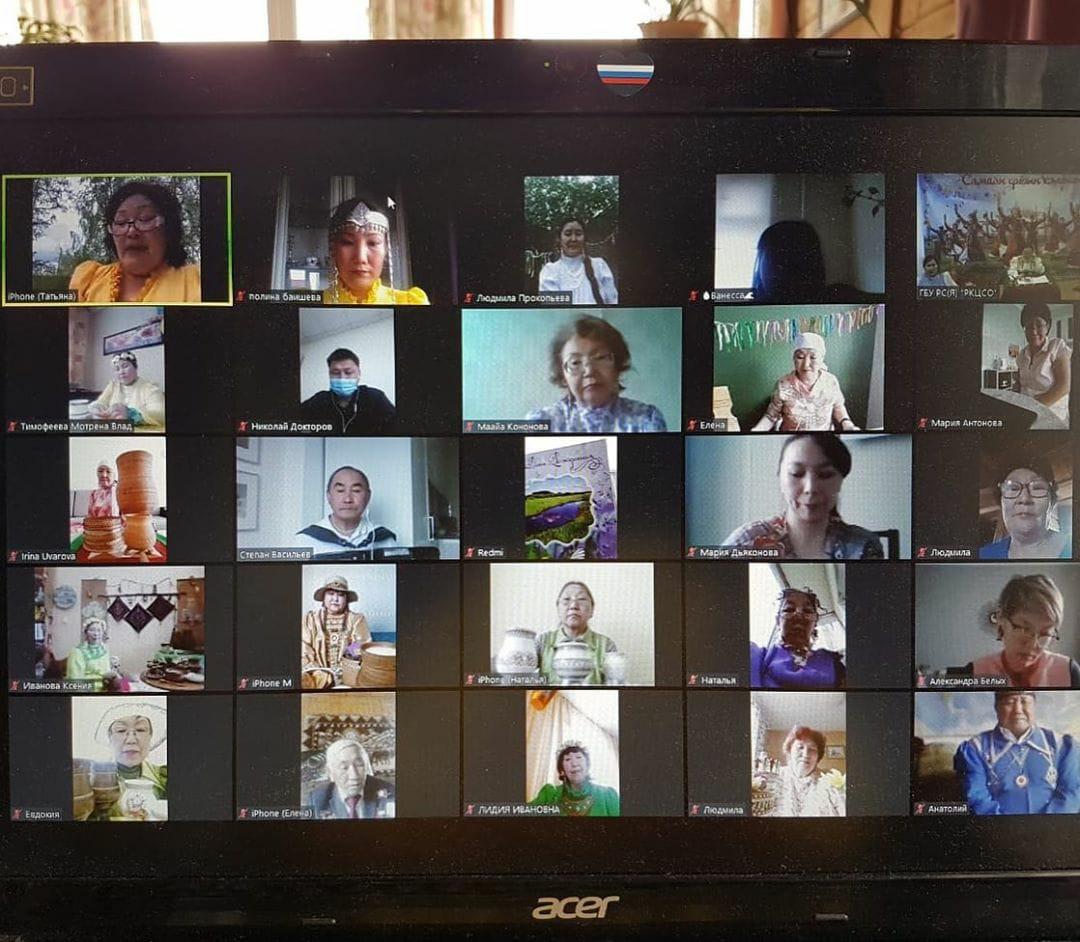 В Якутии для пожилых якутян организовали онлайн-ысыах