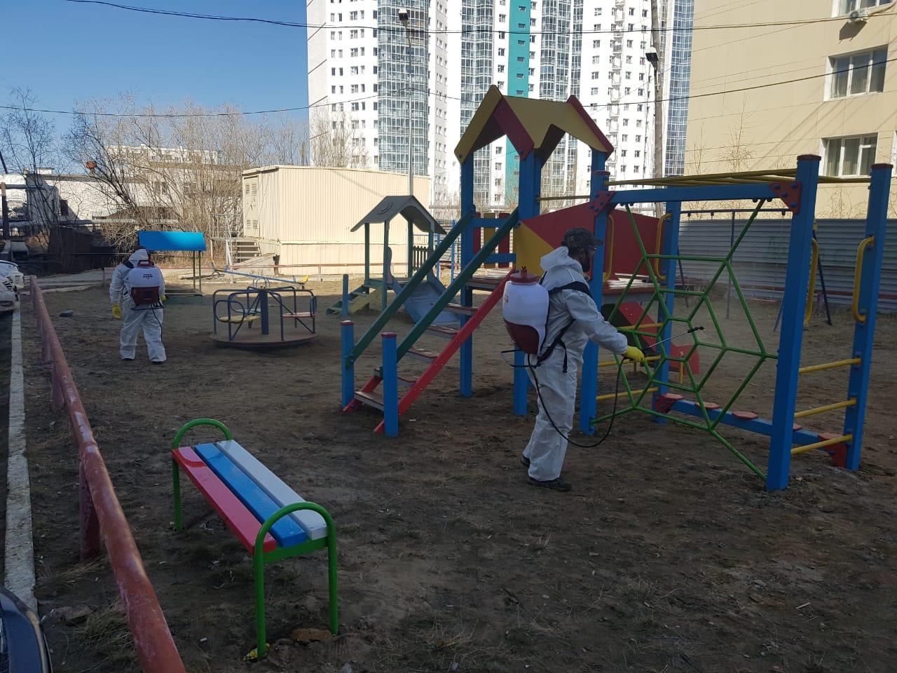 В Якутске проводится дезинфекция общественных пространств