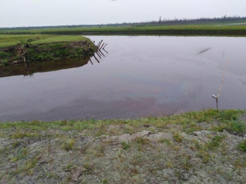 Работу по ликвидации разлива дизтоплива в Аргахтахе планируется завершить сегодня