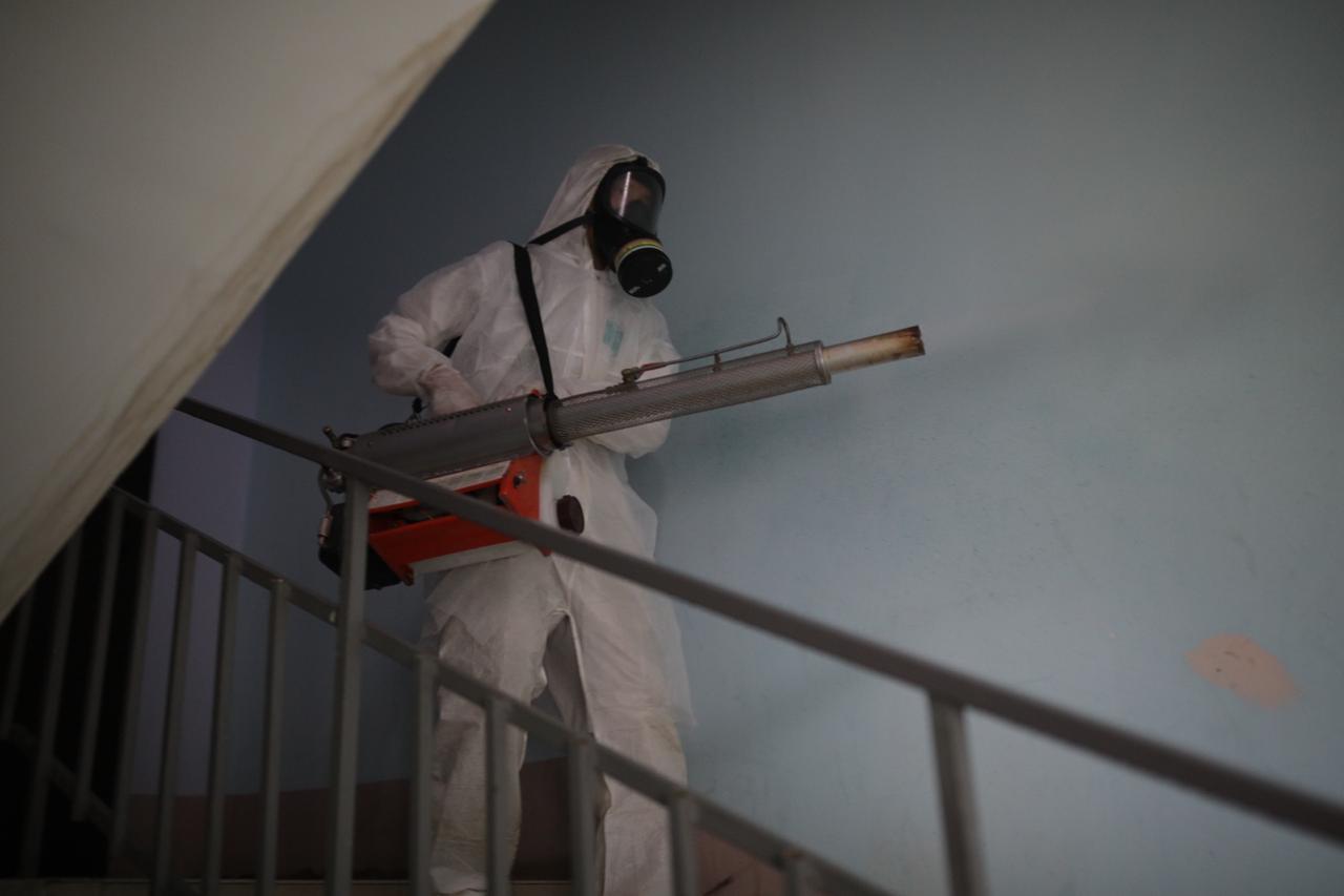 В Якутске продолжается заключительная дезинфекция в домах, в которых выявлены больные коронавирусной инфекцией