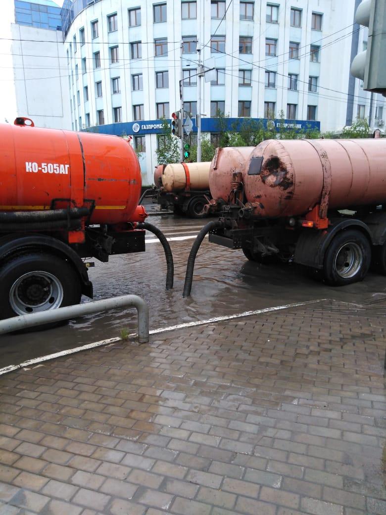 В Якутске в усиленном режиме откачивают дождевые воды