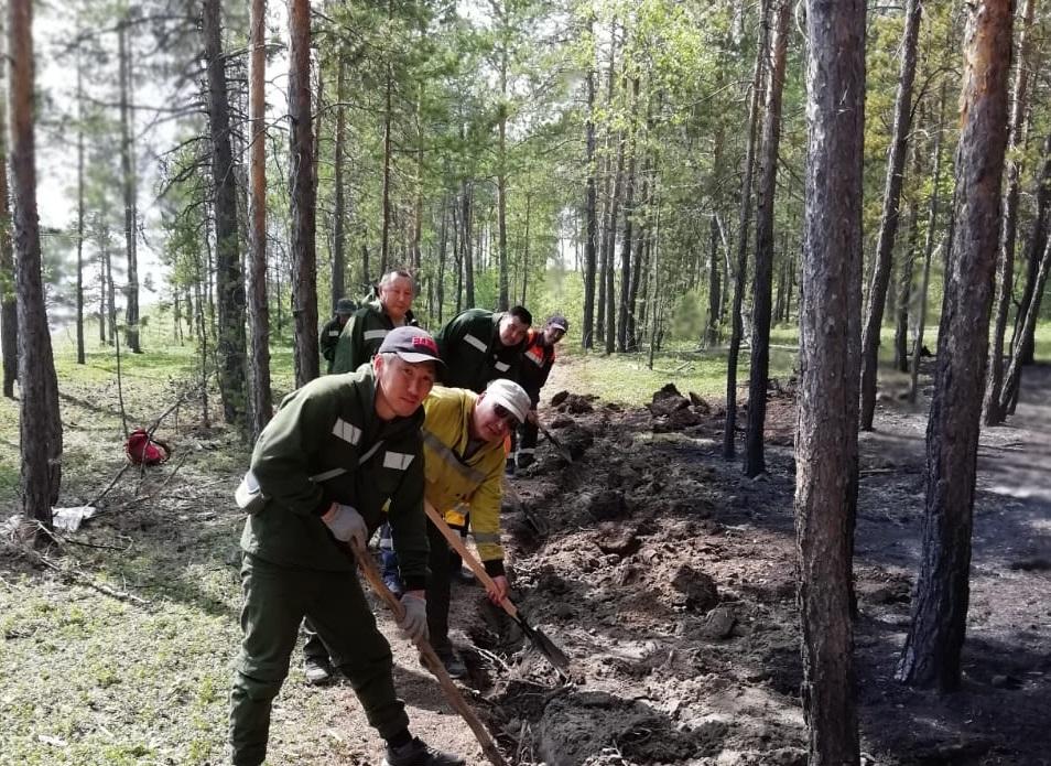 В Якутии тушат 17 лесных пожаров, 12 из них локализованы