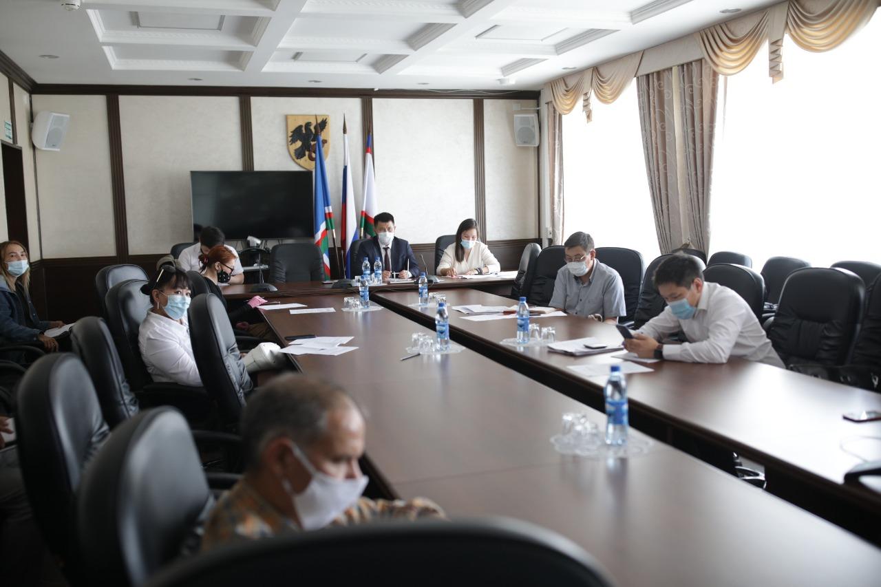 Сардана Авксентьева провела рабочее совещание по вопросам градостроительства