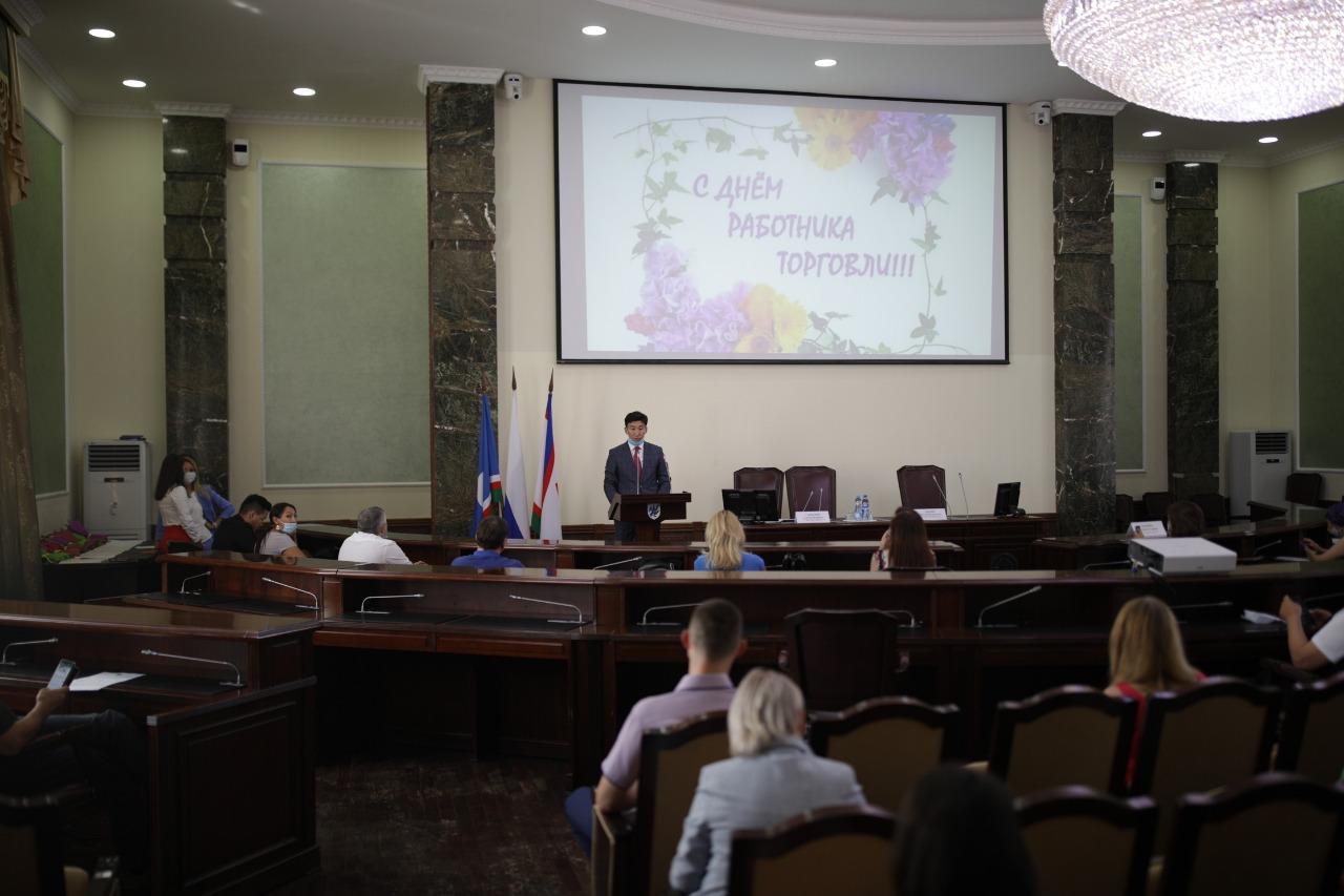 В Якутске поздравили с профессиональным праздником работников торговли