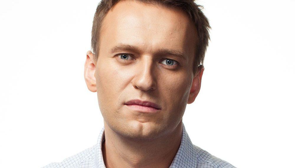 Известный оппозиционер Алексей Навальный в коме
