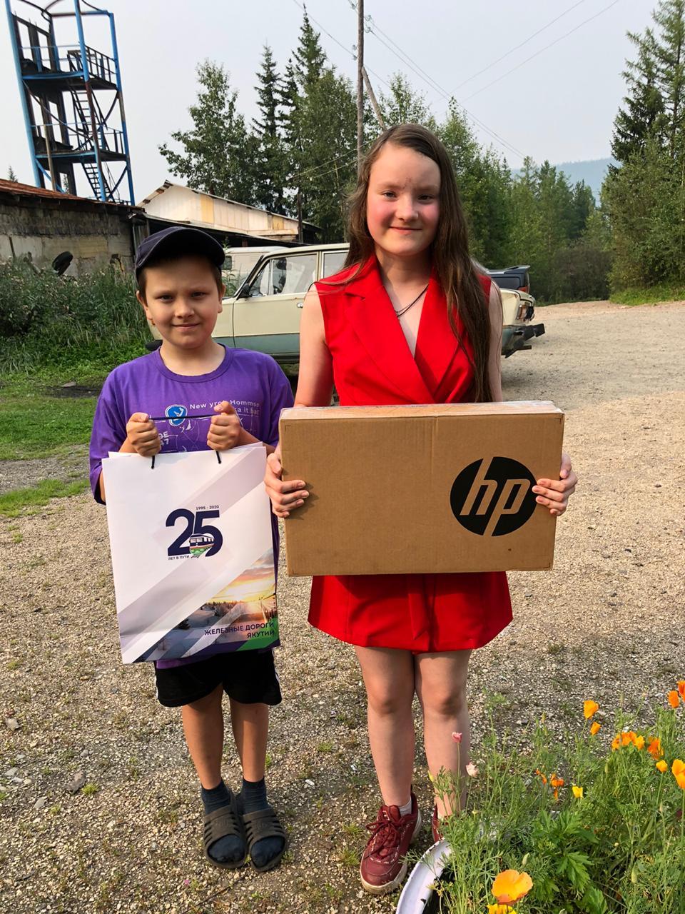 Семья Филковых из Томмота получила в подарок ноутбук от Акционерной компании «Железные дороги Якутии»