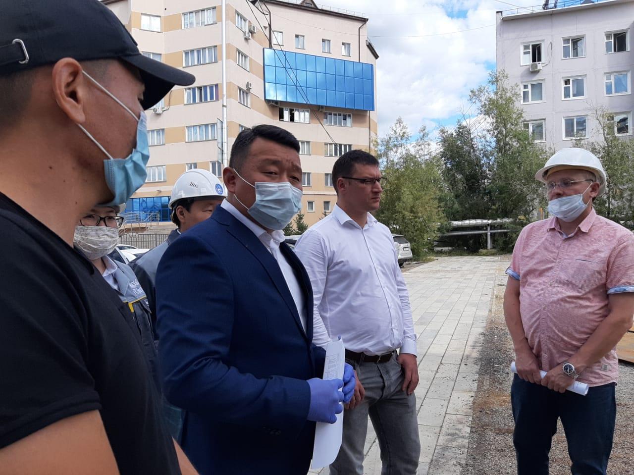 В Якутске проверили ход капитального ремонта многоквартирных домов