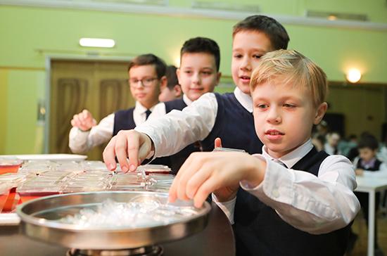 Все российские школы должны до 1 сентября опубликовать варианты меню для младшеклассников