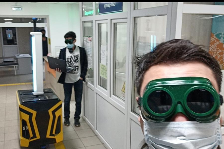 В Якутии создали робот-дезинфектор. Его уже опробовали в поликлинике