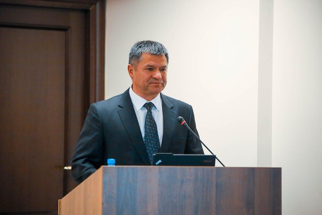 Врио председателя правительства Якутии Андрей ТАРАСЕНКО требует сократить бюджетников в селах