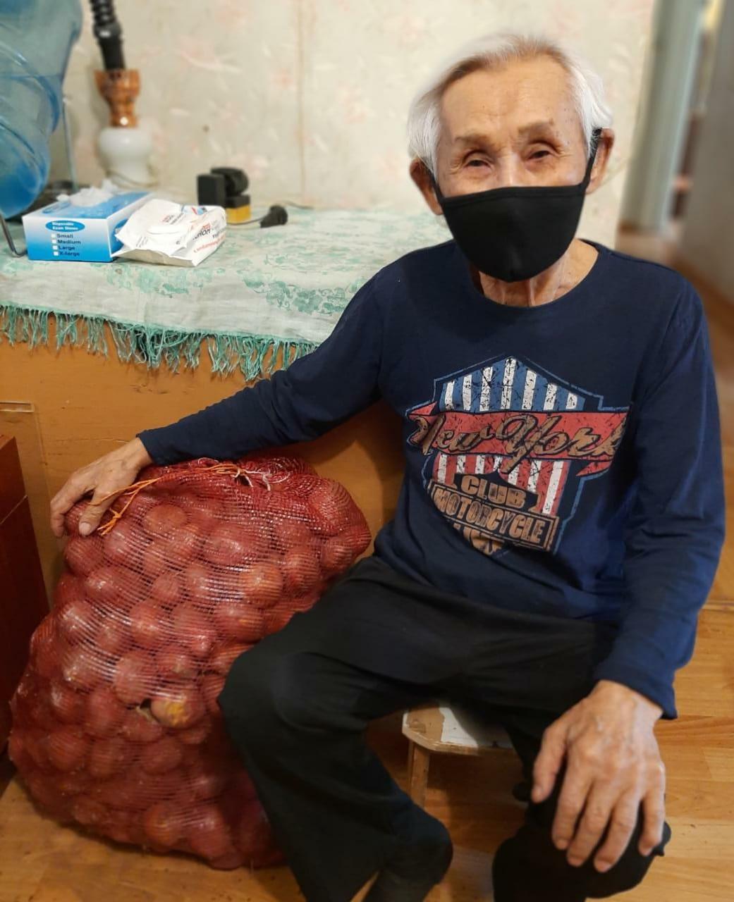 Мешки с картошкой и капустой раздали ветеранам войны и тыла Губинского округа
