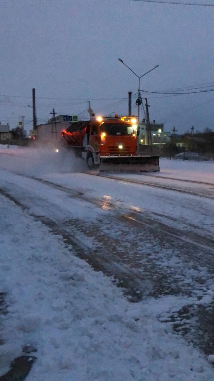 АО «Якутдорстрой» ежедневно убирает снег с улиц и тротуаров