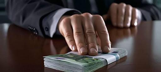 Начальника отдела авиакомпании «Якутия» привлекли к уголовной ответственности за взятки за выигрыш в конкурсе