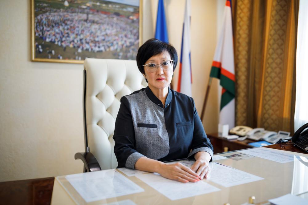 Сардана Авксентьева поздравляет с Днем учителя