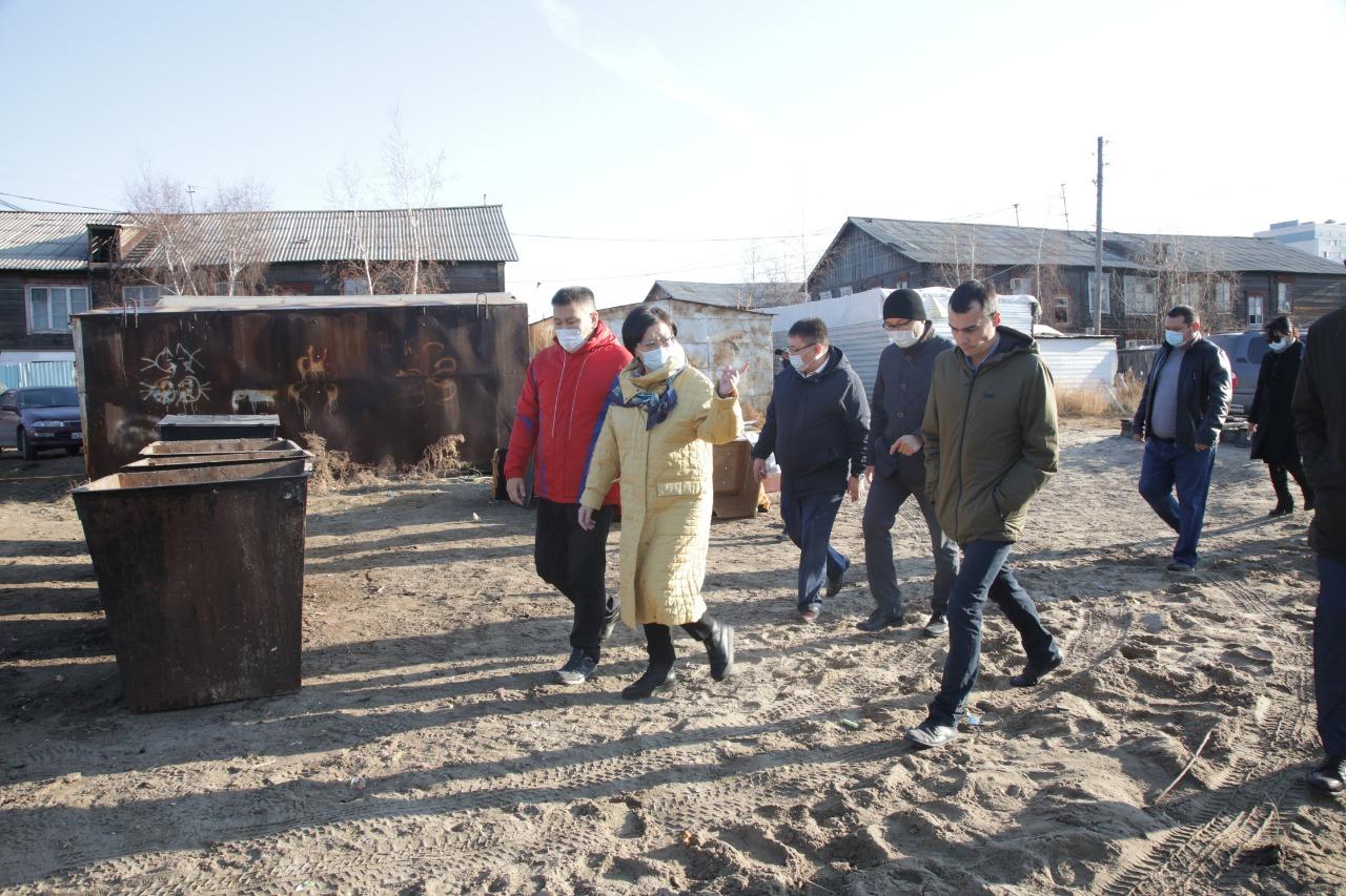 В неблагоустроенных кварталах Якутска обустроены выгребные ямы и санточки ТКО