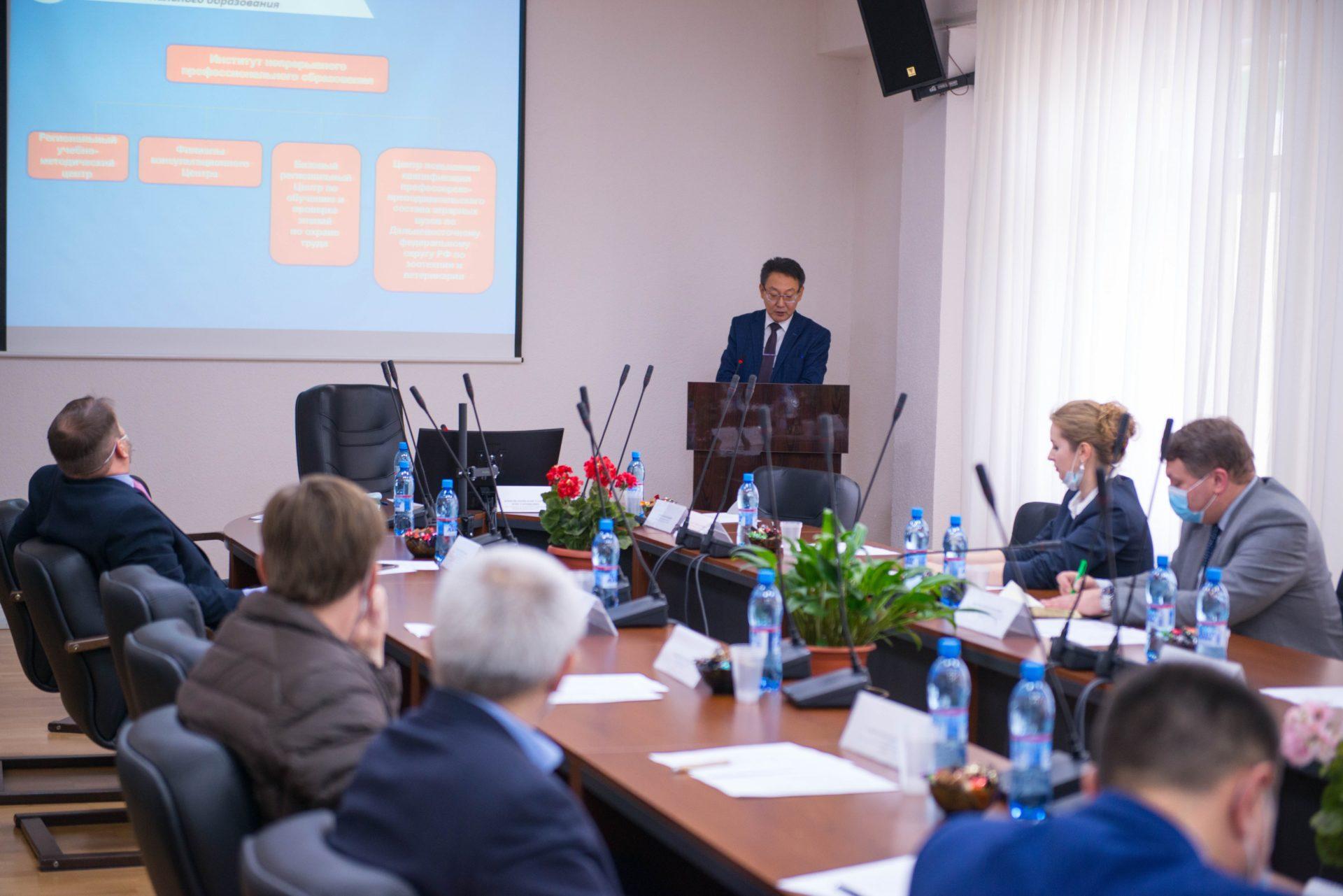 В АГАТУ прошел круглый стол с участием делегации из Санкт-Петербурга