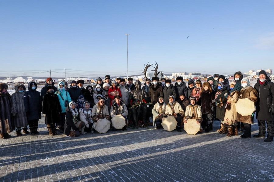 В Парке Победы состоялось открытие памятника легендарному снайперу