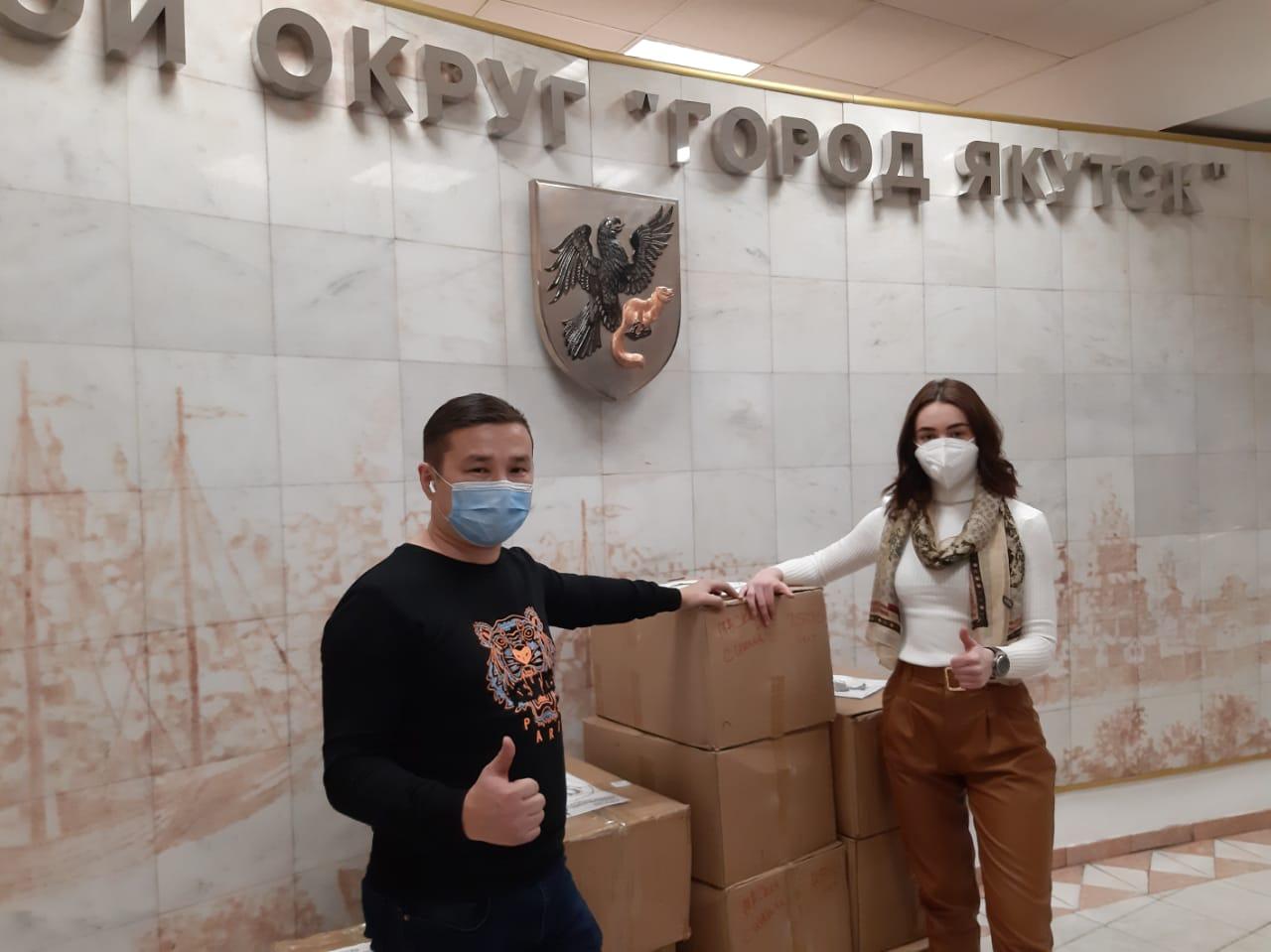 Предприниматели передали Окружной администрации города Якутска 20 тысяч медицинских масок