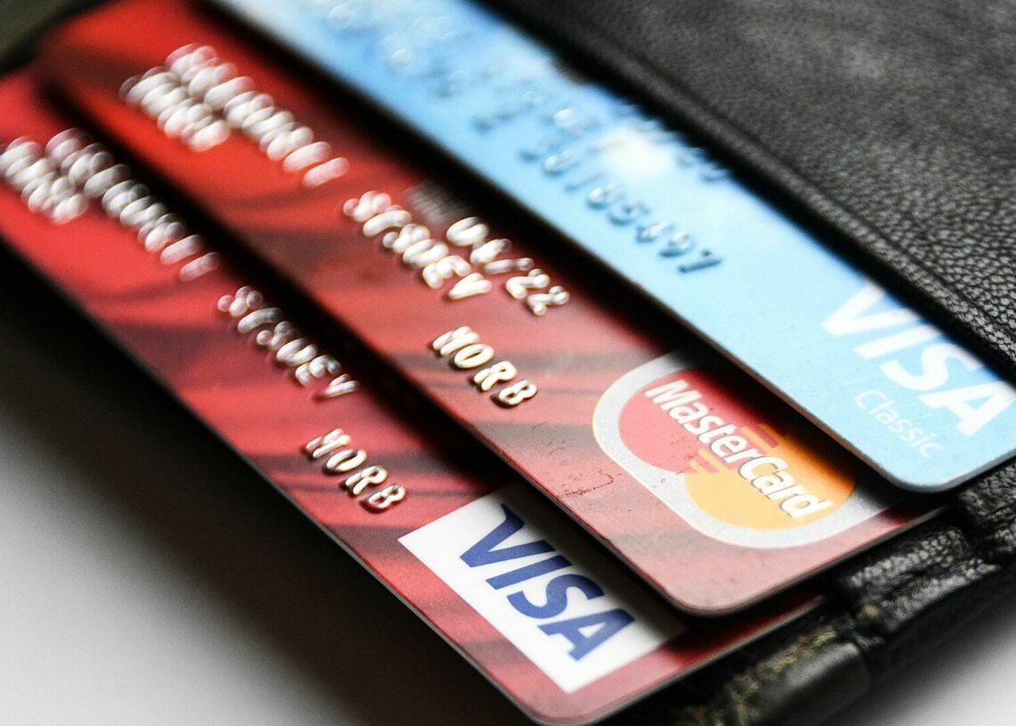 Эксперты рассказали, как мошенники могут узнать баланс карты