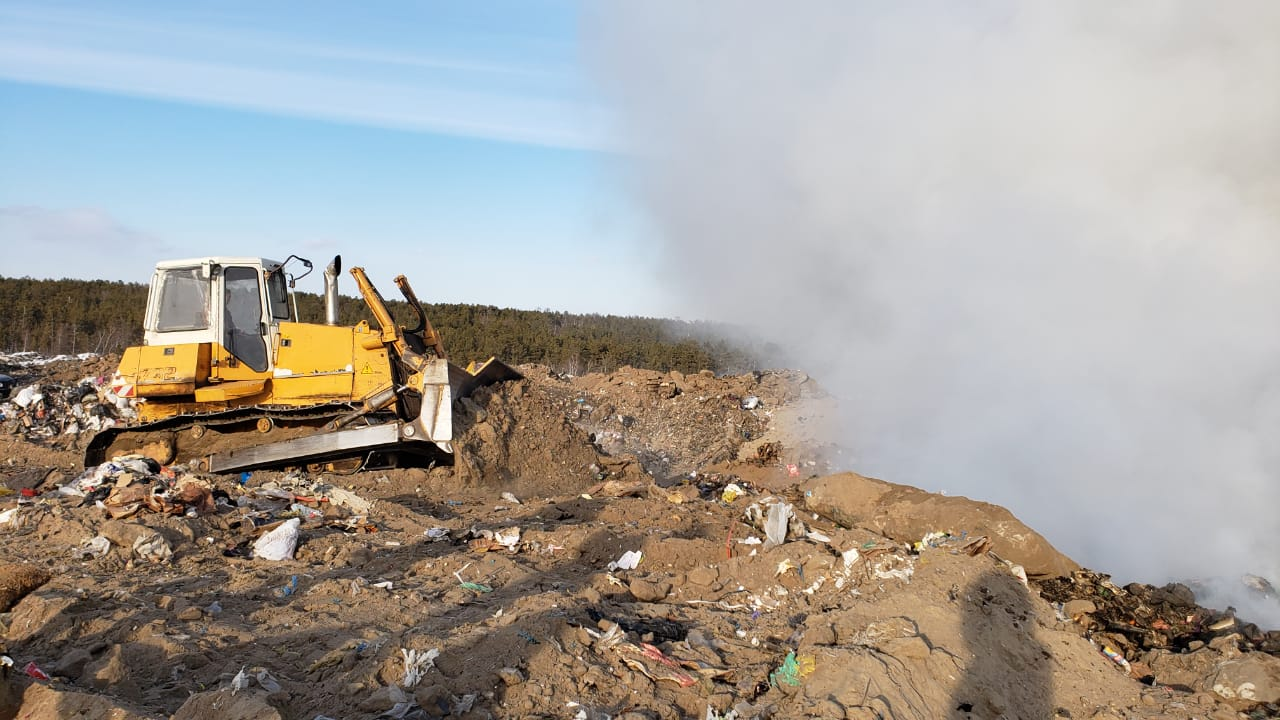 Роман Сорокин проверил работы по ликвидации очага возгорания на мусорном полигоне