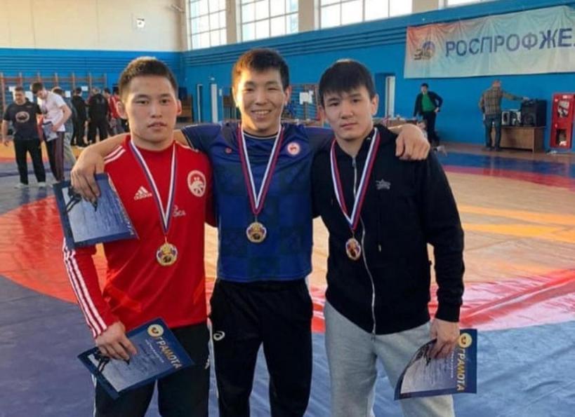 Якутские борцы завоевали 11 медалей Всероссийского турнира в Брянске