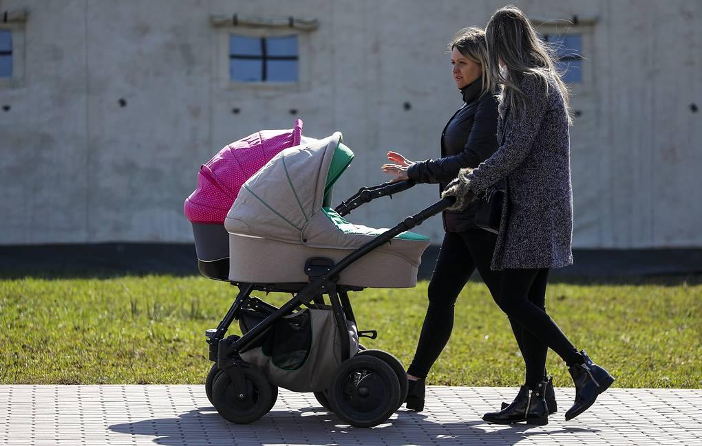 Минтруд хочет упростить механизм оформления выплат на детей до трех лет