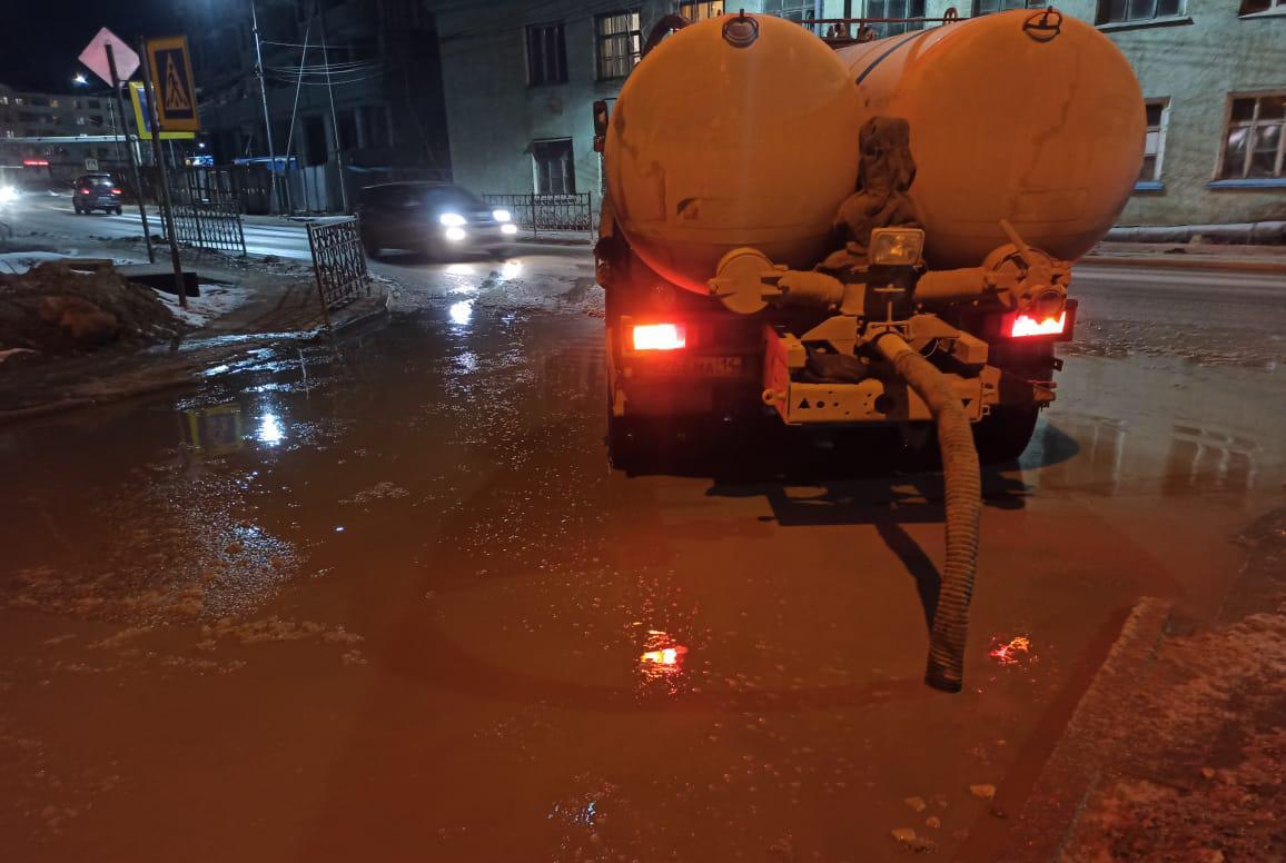 С городских улиц откачано около 2 тысячи кубометров талой воды