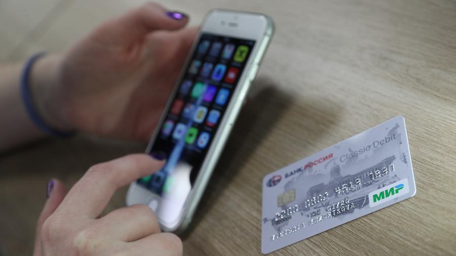 Банки начнут подключать карты «Мир» к платежной системе Apple Pay