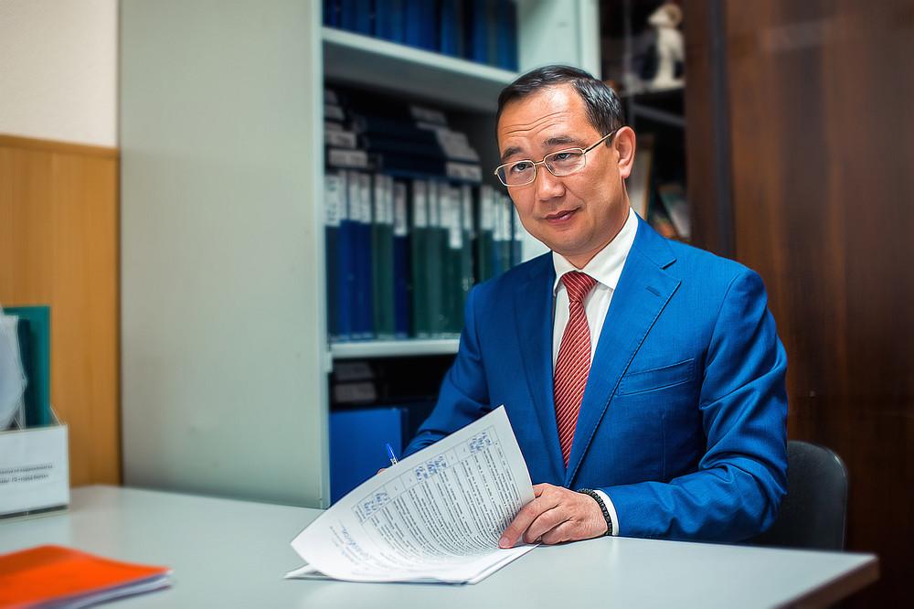 Доходы главы Якутии в 2020 году снизились на 1,5 млн рублей